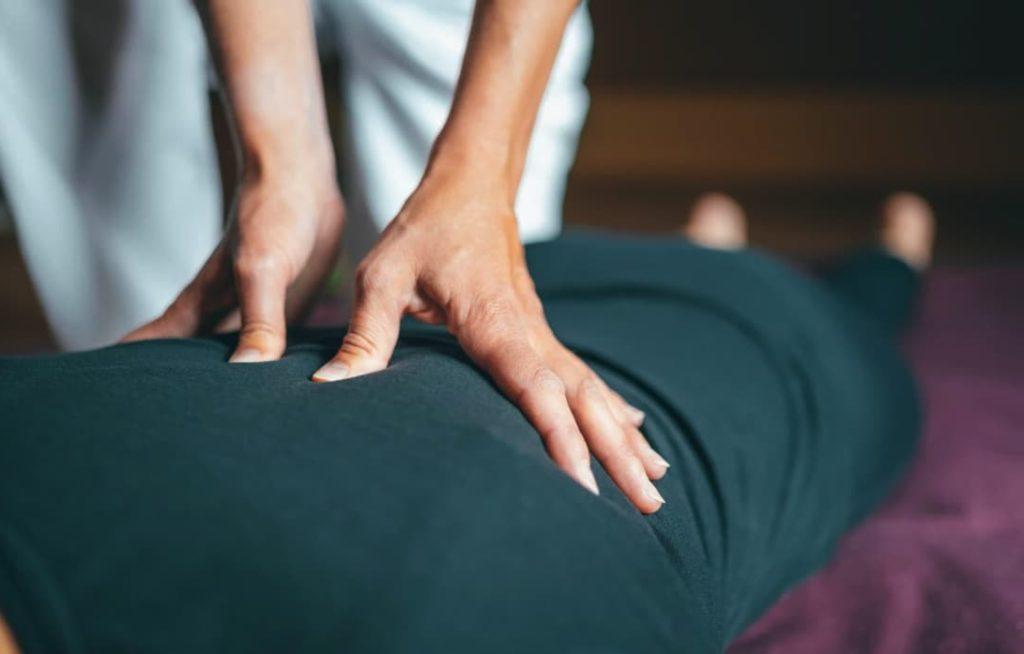 massage shiatsu avec les pousses