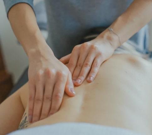 massage suédois avec les mains