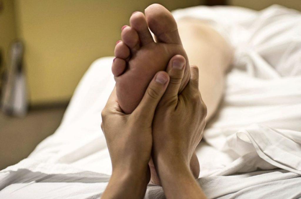 massage de pieds réflexologie
