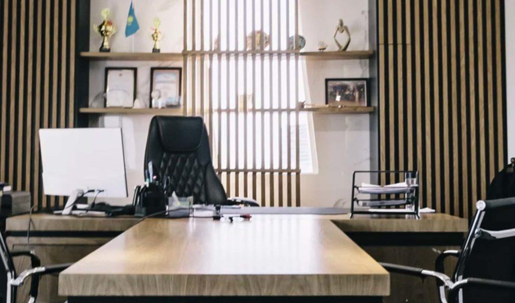 bureau avec un fauteuil massant et chauffant